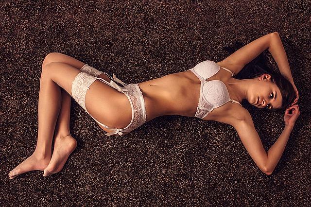 sexy-1175374_640